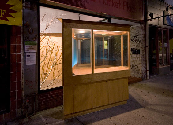 Vagabond Vitrine, 2010, lighting in forward position
